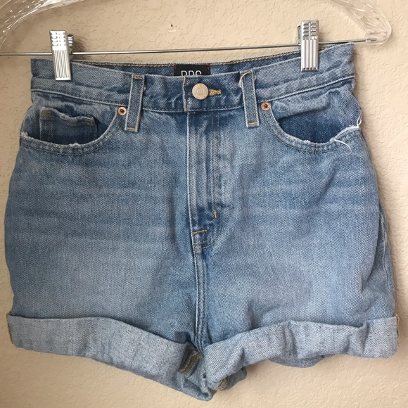 Urban Outfitters Pants - Urban Outfitters BDG Mom High Rise Jean Shorts 26